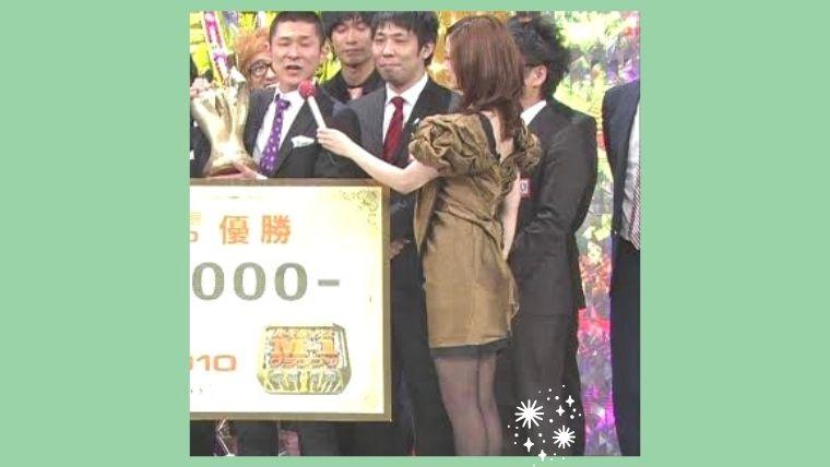上戸彩のM-1グランプリの歴代の衣装ドレス(2010)