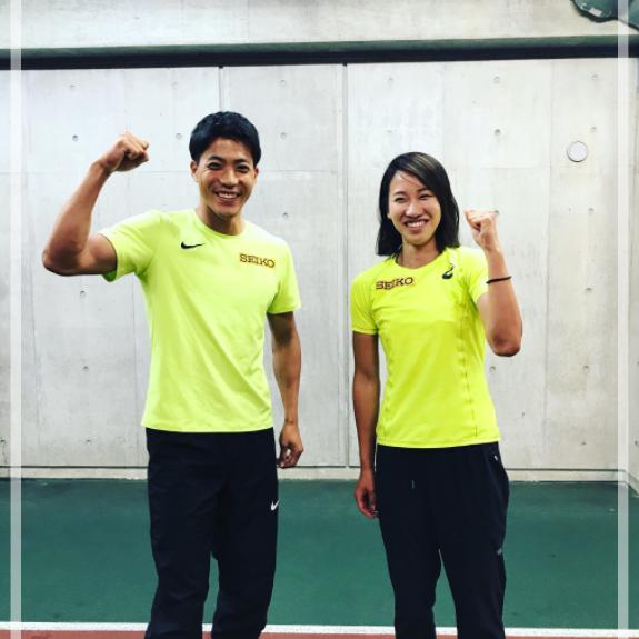 静岡国際陸上大会で福島千里さんが優勝した際の山縣亮太さんとの写真。