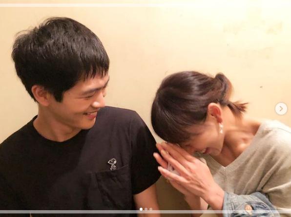音月桂さんのInstagramに投稿された松下洸平さんとのツーショット写真①。